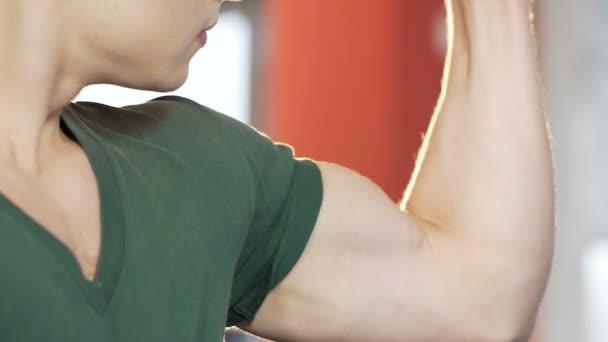 Treffen Jungs im Fitnessstudio