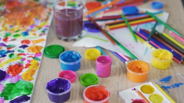 Resmi Okul öncesi Sanat Kulübü Yaratıcılık Boyama çocuk El Close Up