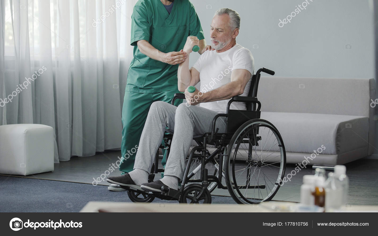 PesasSentado De Levantando Senior Ruedas Silla El En Hombre mwON0v8n