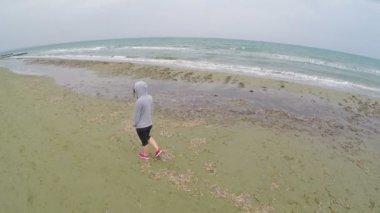 Фото молодых обнаженных девушек на пляже, связанную блондинку трахают на людях