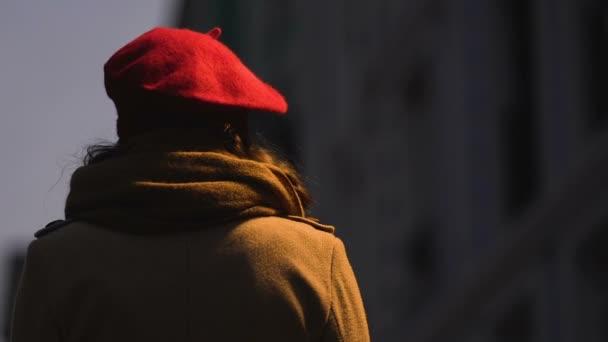 vista di un uomo sulla datazione siti di incontri con verruche genitali