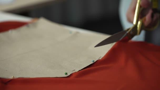 Designer Schnittmuster rote Stoff Werkstatt für Schneiderei Kleidung ...