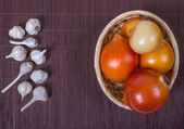 Cibule v baske a česnek