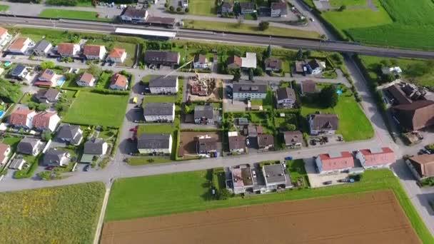 Svájci falu (Deitingen Canton Solothurn) forgatott drón a levegőből