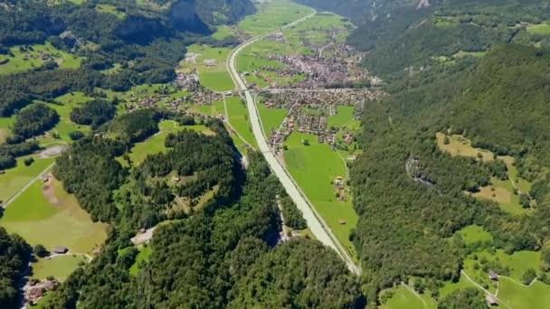 légi kilátás csodálatos hegyi táj Alpokban