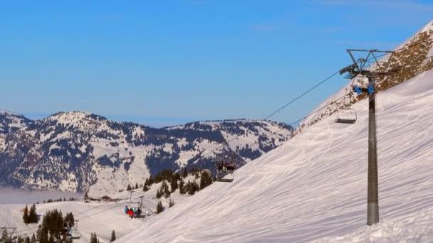 Scénický pohled na lyžařské středisko ve Švýcarsku