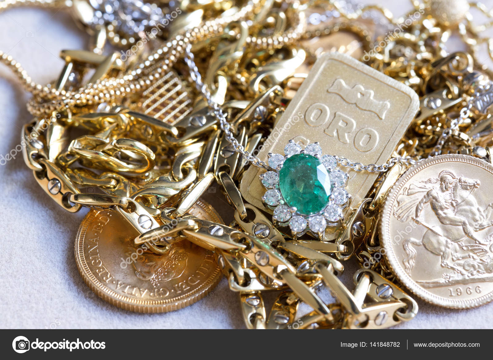 *** Sperem *** 15th sezione _ - Pagina 40 Depositphotos_141848782-stock-photo-pile-of-precious-jewelery