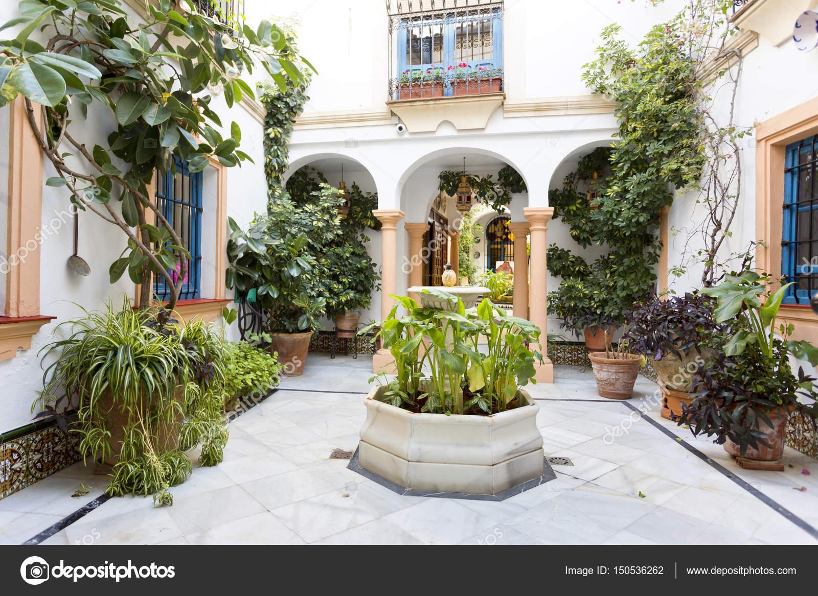 Fotos patios andaluces t pico patio andaluz con fuente - Fotos patio andaluz ...