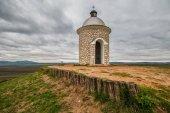 Fotografie Kaple na vinici s překrásným výhledem na památka poblíž Velké Bílovice v České republice