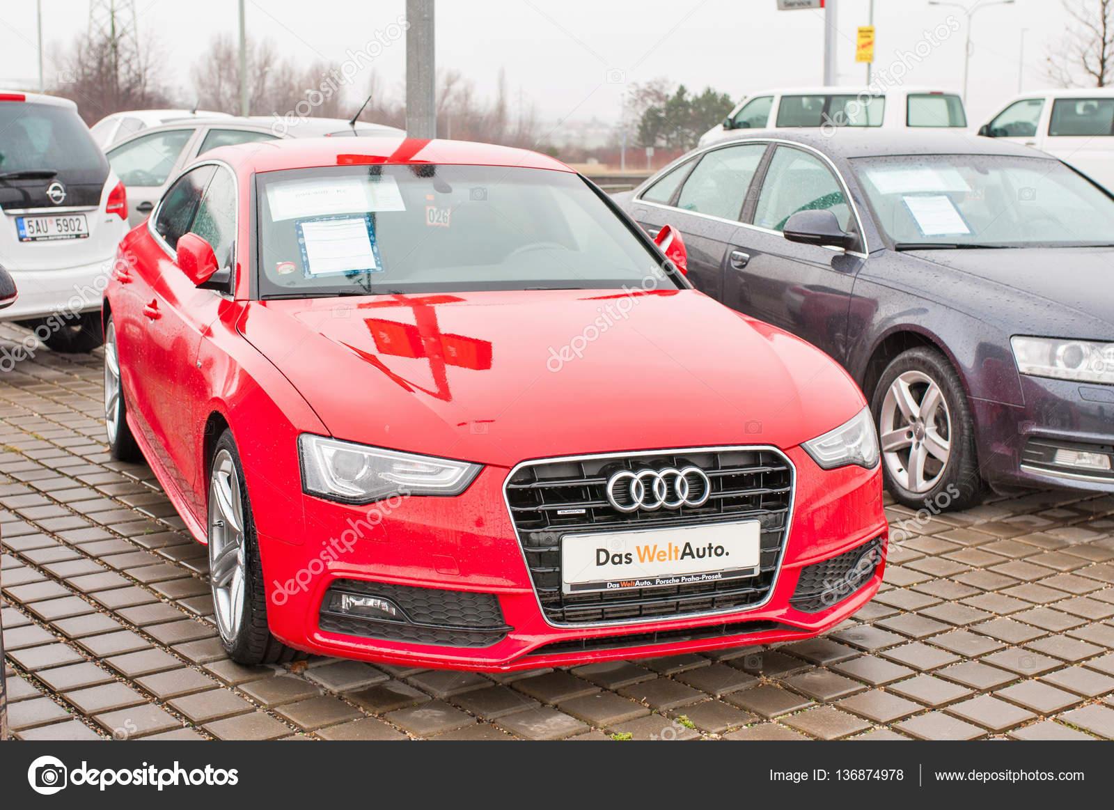 Zbliżenie Nowy Czerwony Samochód Audi A5 Tdi Quattro Zdjęcie