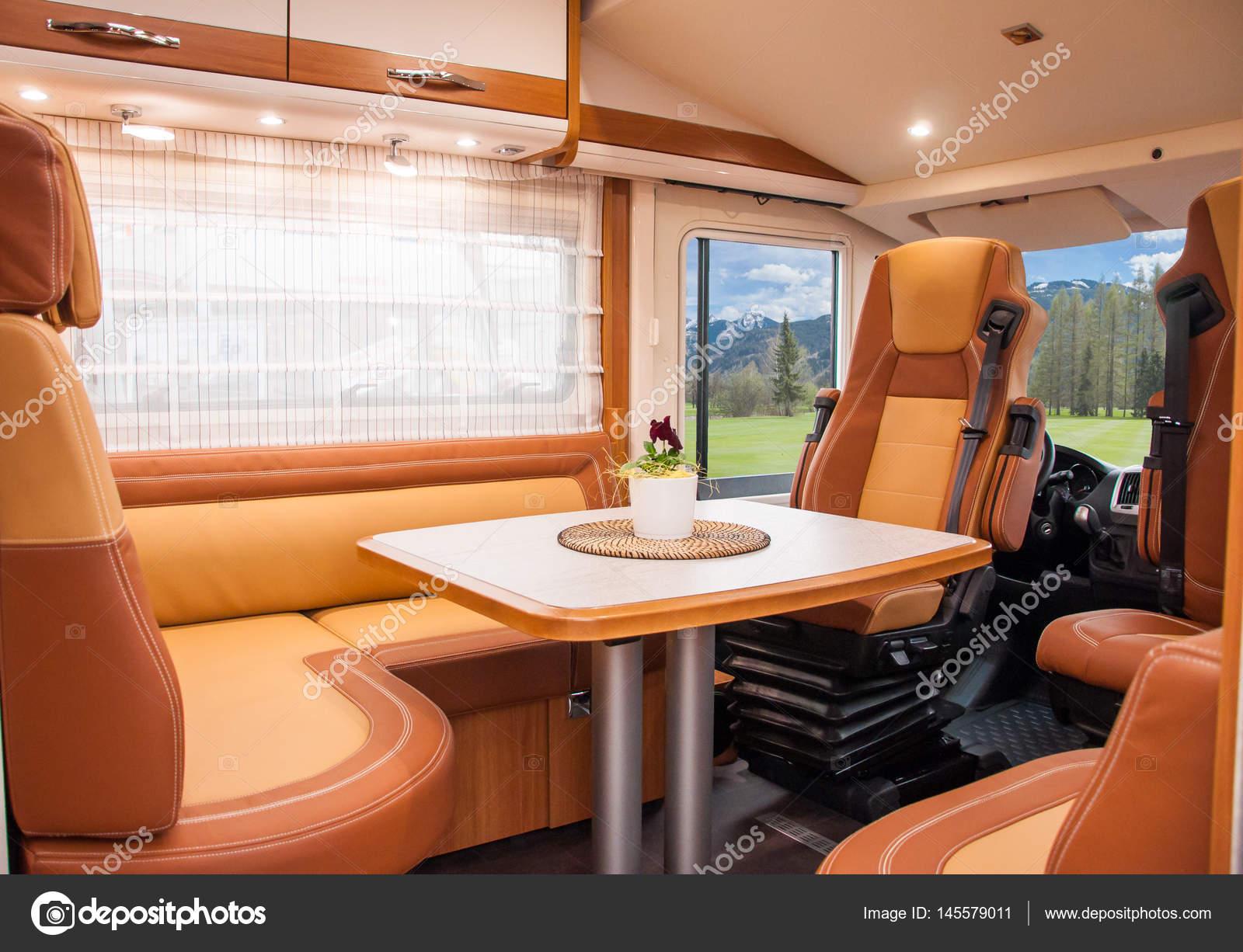 https://st3.depositphotos.com/3009117/14557/i/1600/depositphotos_145579011-stockafbeelding-interieur-van-luxe-caravan.jpg
