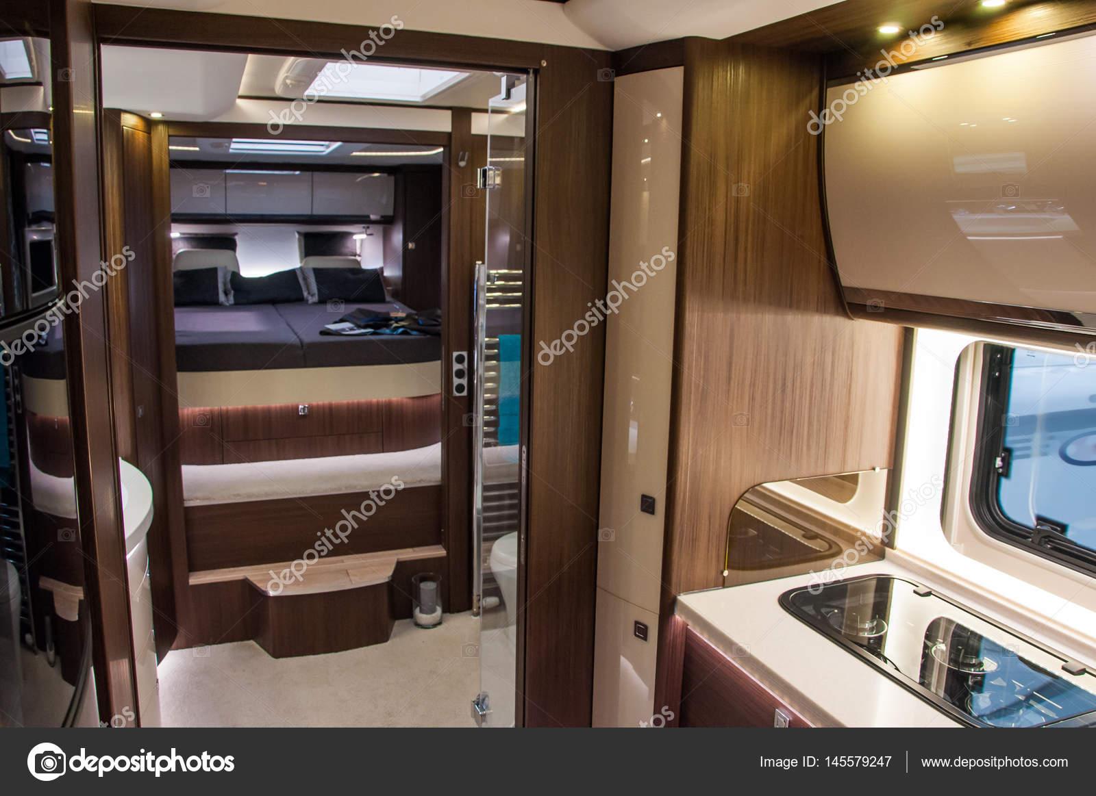Interno del caravan di lusso foto stock tadeas 145579247 for Interni lusso