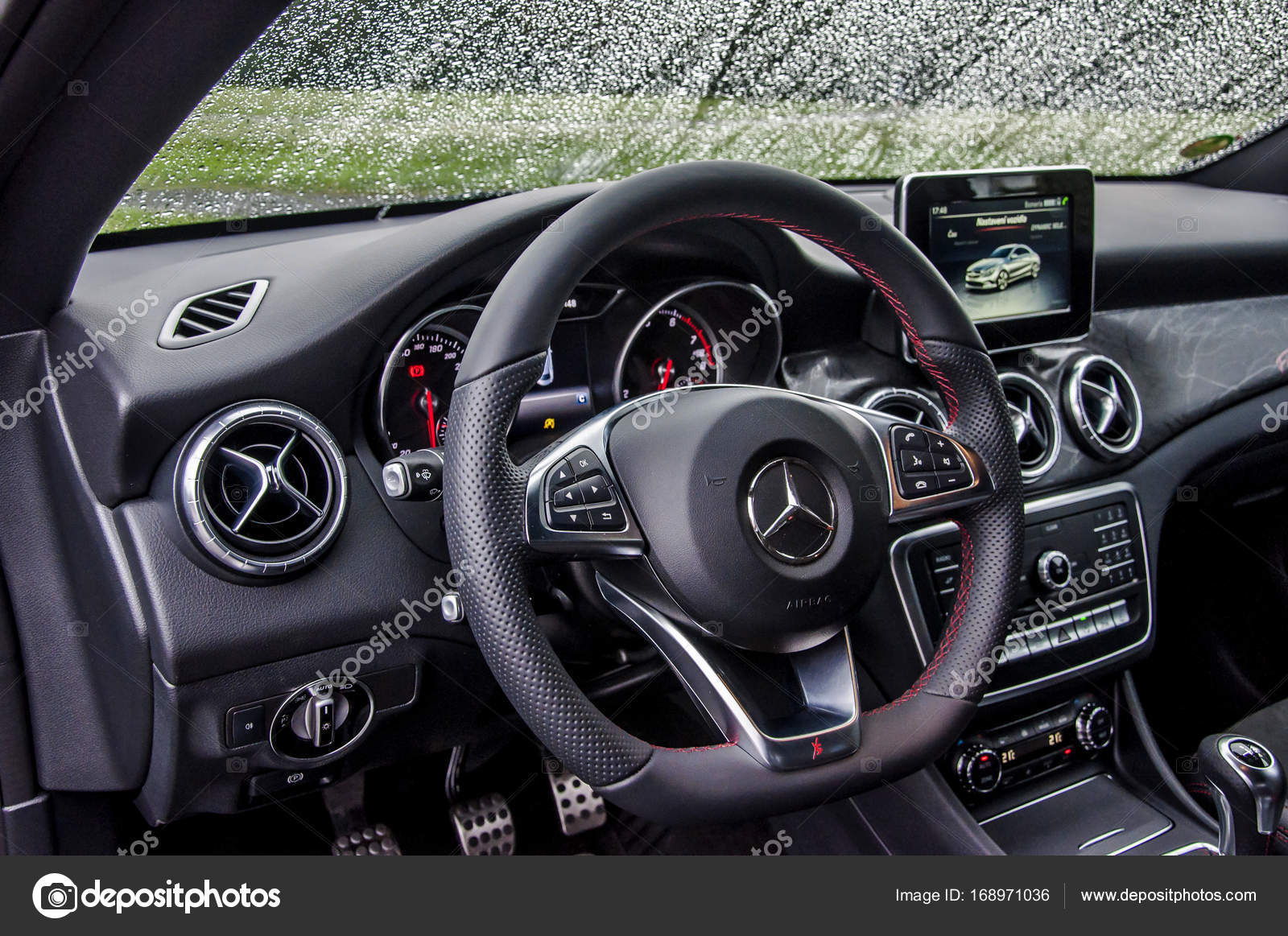interior de carro de luxo da mercedes benz fotografia de. Black Bedroom Furniture Sets. Home Design Ideas