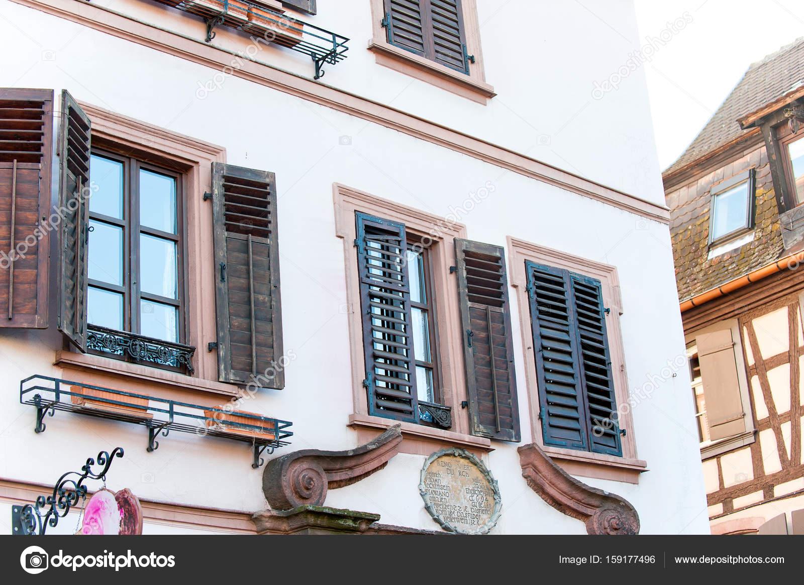Vecchia casa di pietra in stile provenzale francese con for Piccoli piani di casa francese