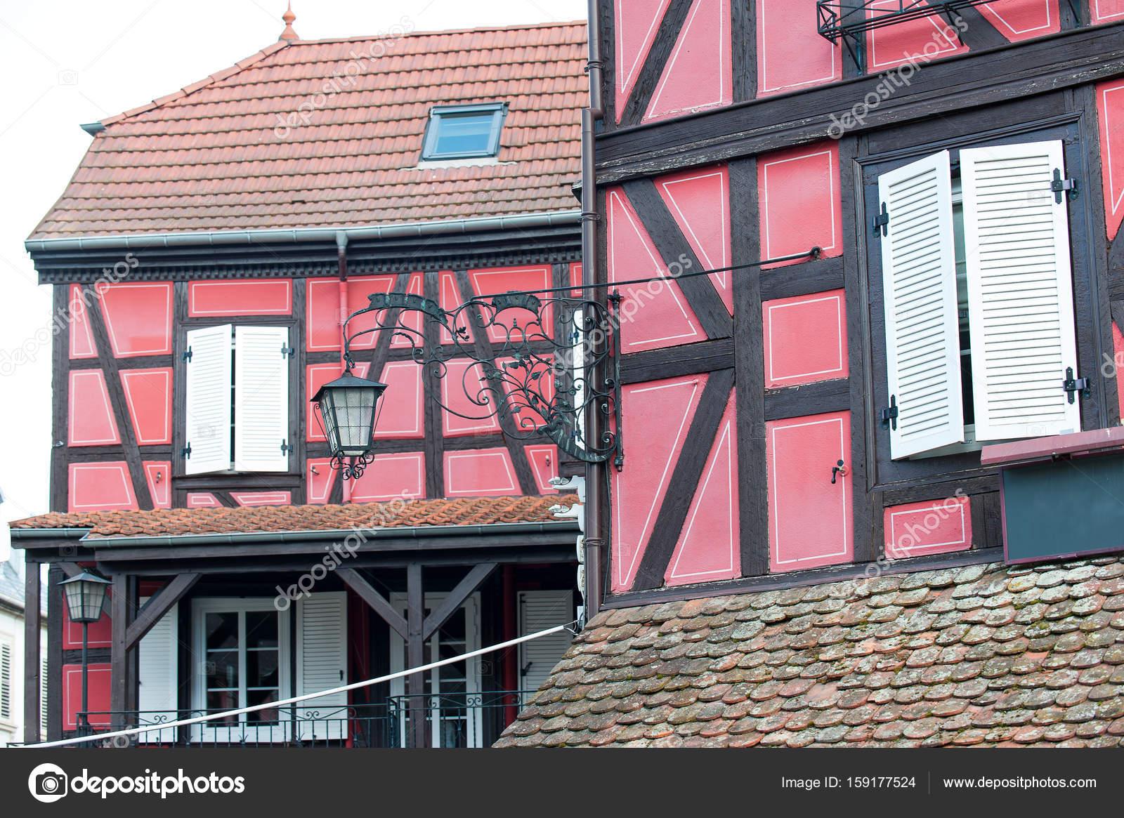 Franse provençaalse stijl blauwe huis met ramen elzas frankrijk