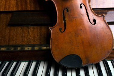 old violin on the piano