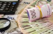 Ukrajinská hřivna a kalkulačka. Obchodní koncept. Hodně peněz. Pozadí peněz.