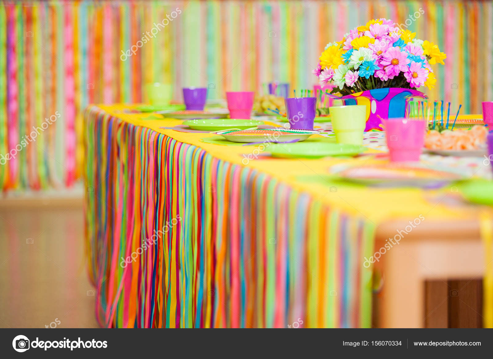 Que sirve de mesa colorido con decoraci n para cumplea os for Decoracion de mesa de cumpleanos