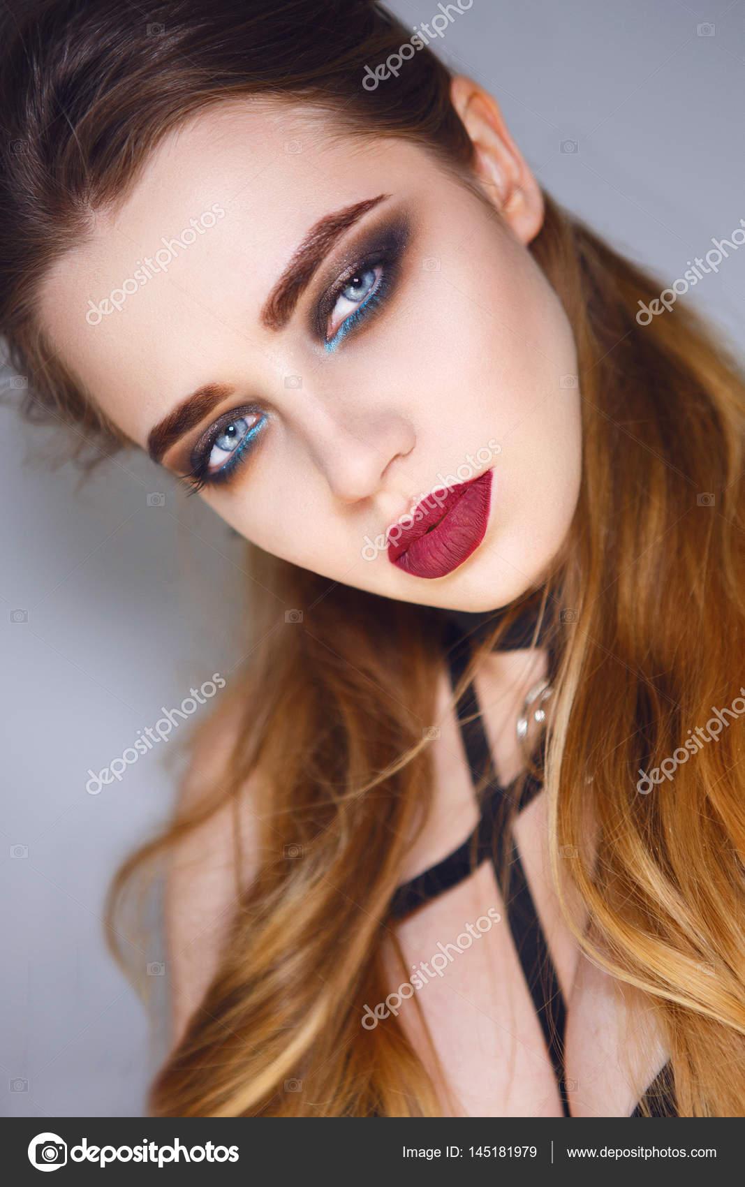 Close Up Portrait Der Schönen Frau Mit Hellen Dunkle Make Up Rote
