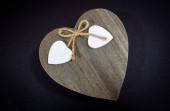 Fotografie Öse aus Sisal mit 2 Herzen am Ende auf Holzdeckel