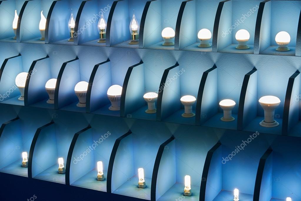 Lampen In Verschiedenen Größen Und Formen. Einem Stand Zu Präsentieren Led  Lampen U2014 Stockfoto
