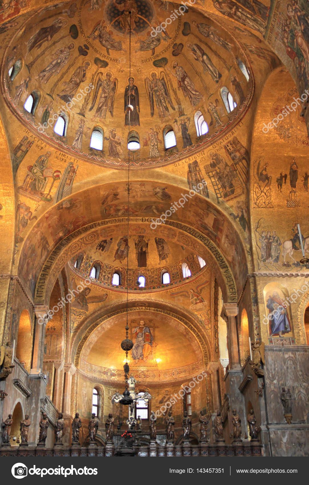 Interno Dorato Della Basilica Di San Marco Venezia Foto