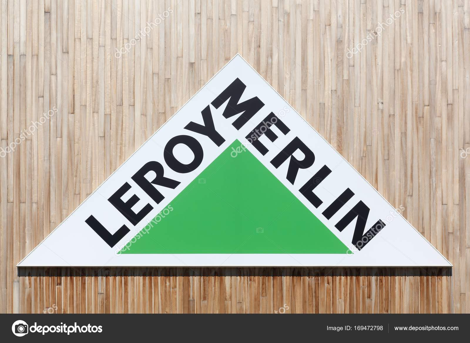 logo de leroy merlin sur un mur photo ditoriale ricochet69 169472798. Black Bedroom Furniture Sets. Home Design Ideas