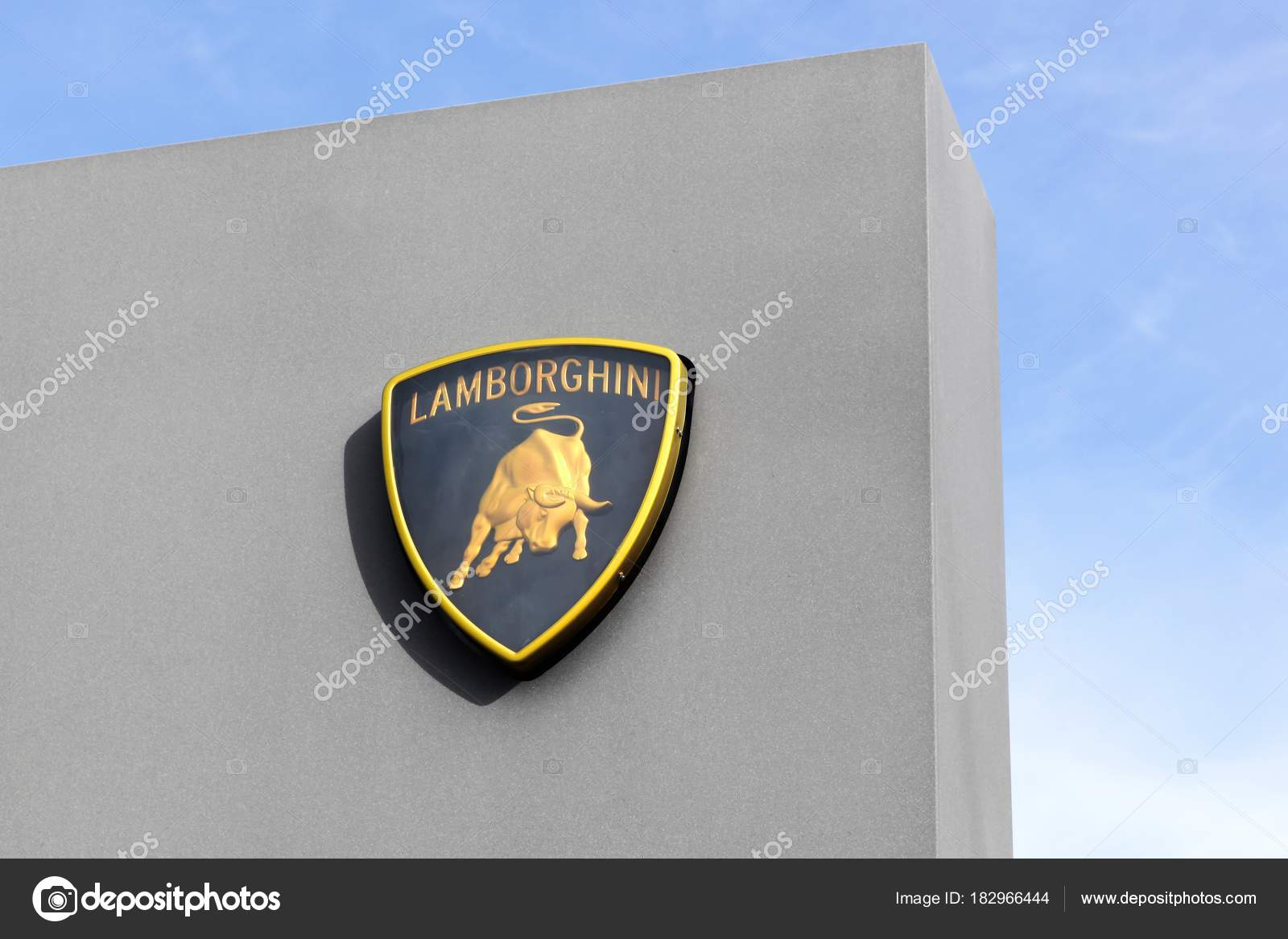 Dardilly Francia Febrero 2017 Logo Lamborghini Panel Lamborghini Una