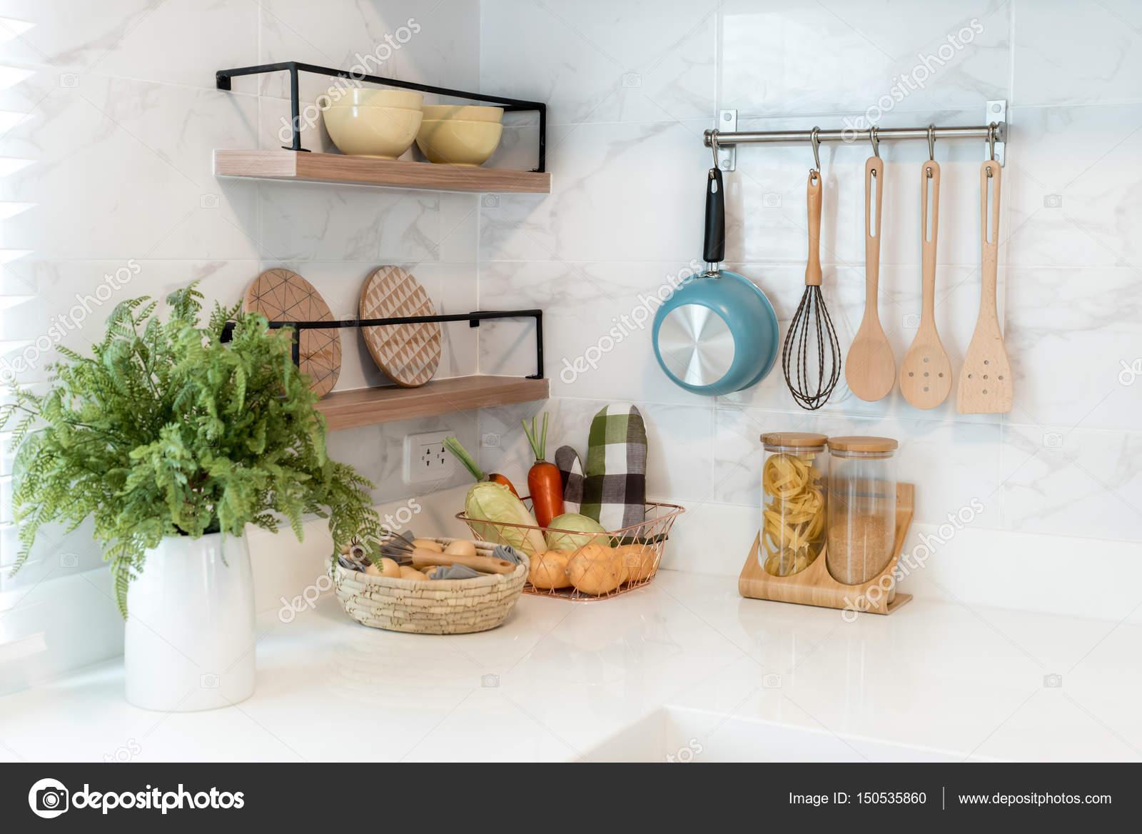 Utensilios madera de cocina, accesorios de chef. Colgante cocina ...