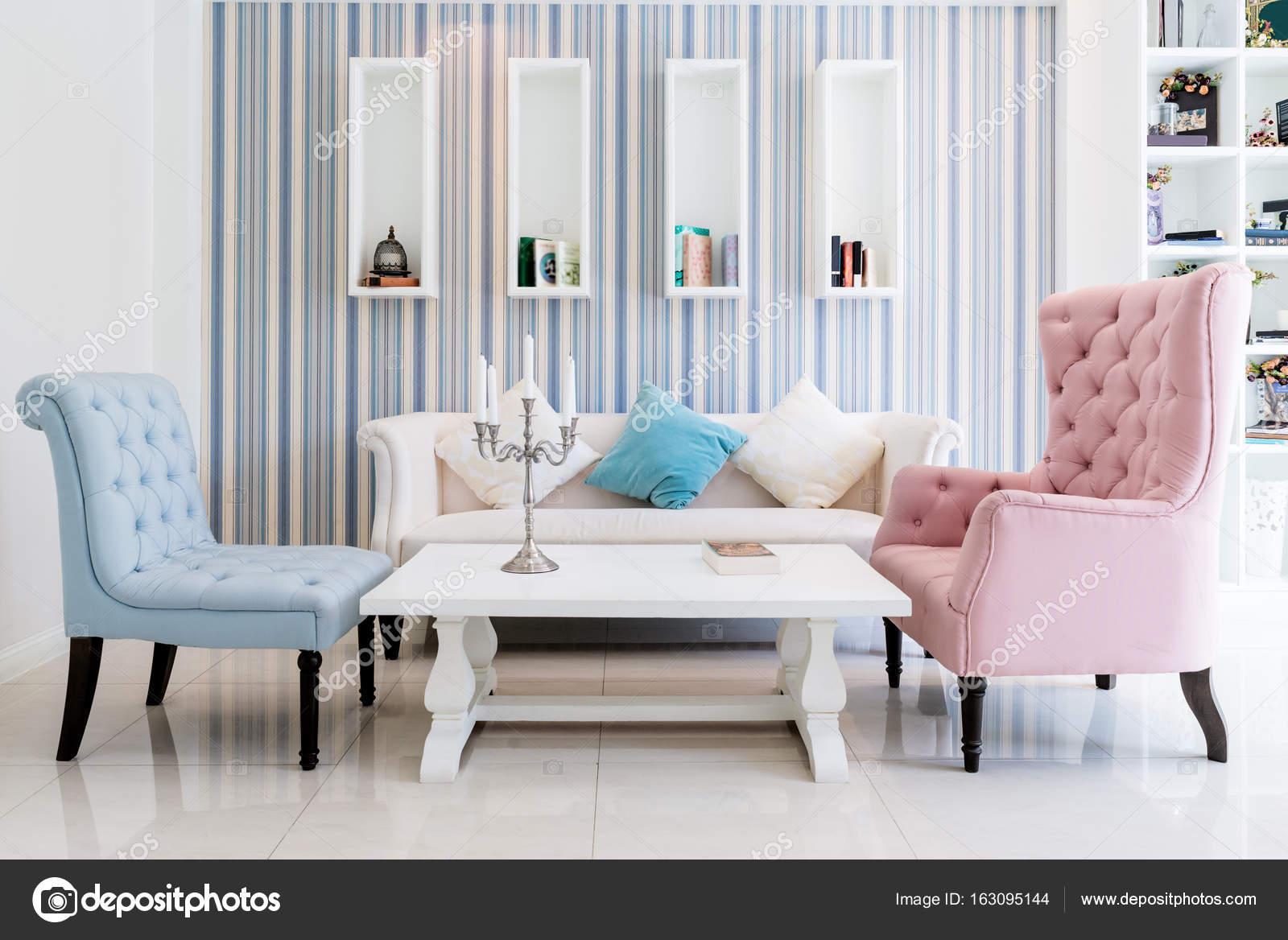 Beeindruckend Lounge Sofa Wohnzimmer Foto Von Lounge-sofa Und Bunten Kissen In Im Im