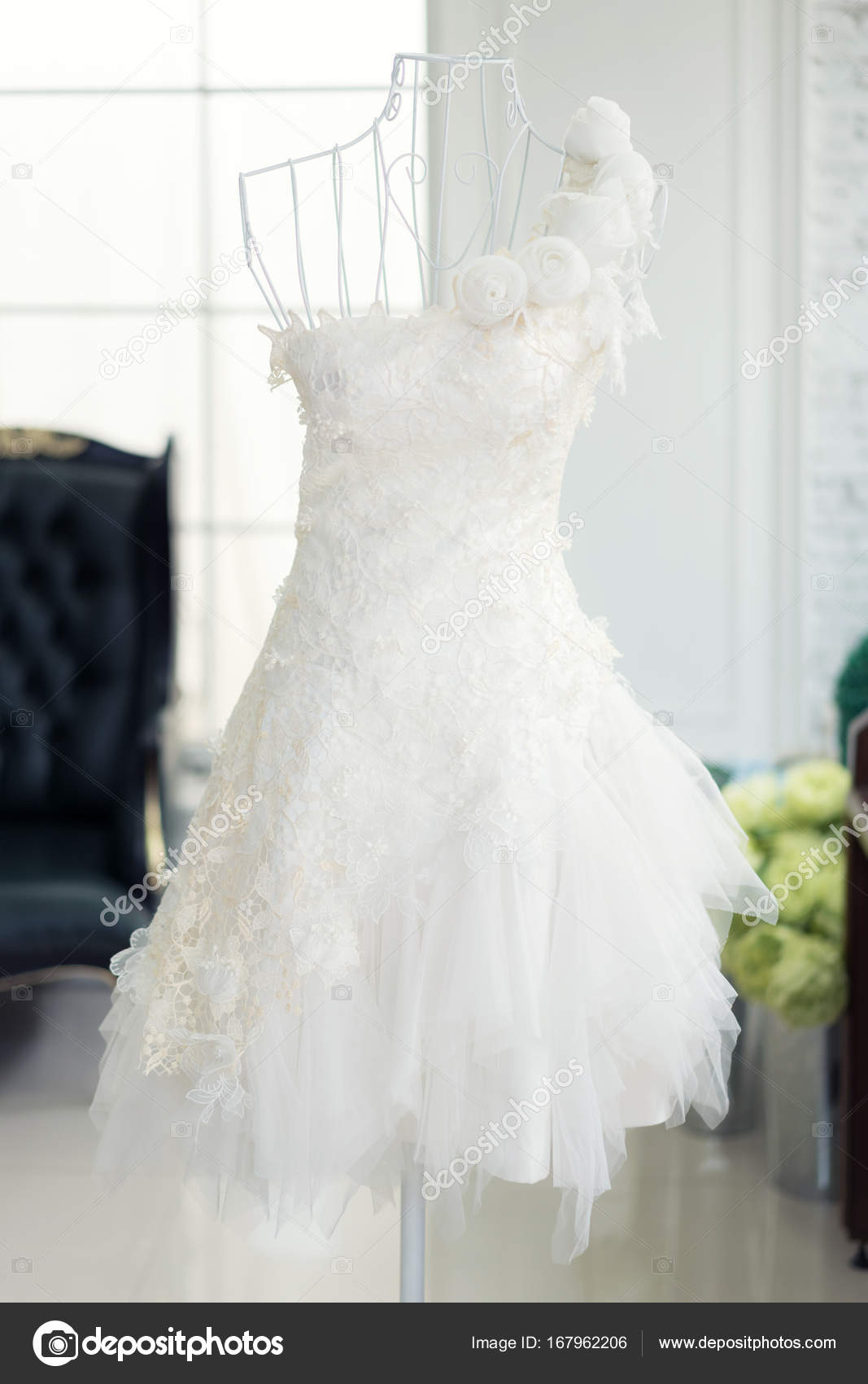 Schone Hochzeitskleider Auf Eine Schaufensterpuppe In Hochzeit