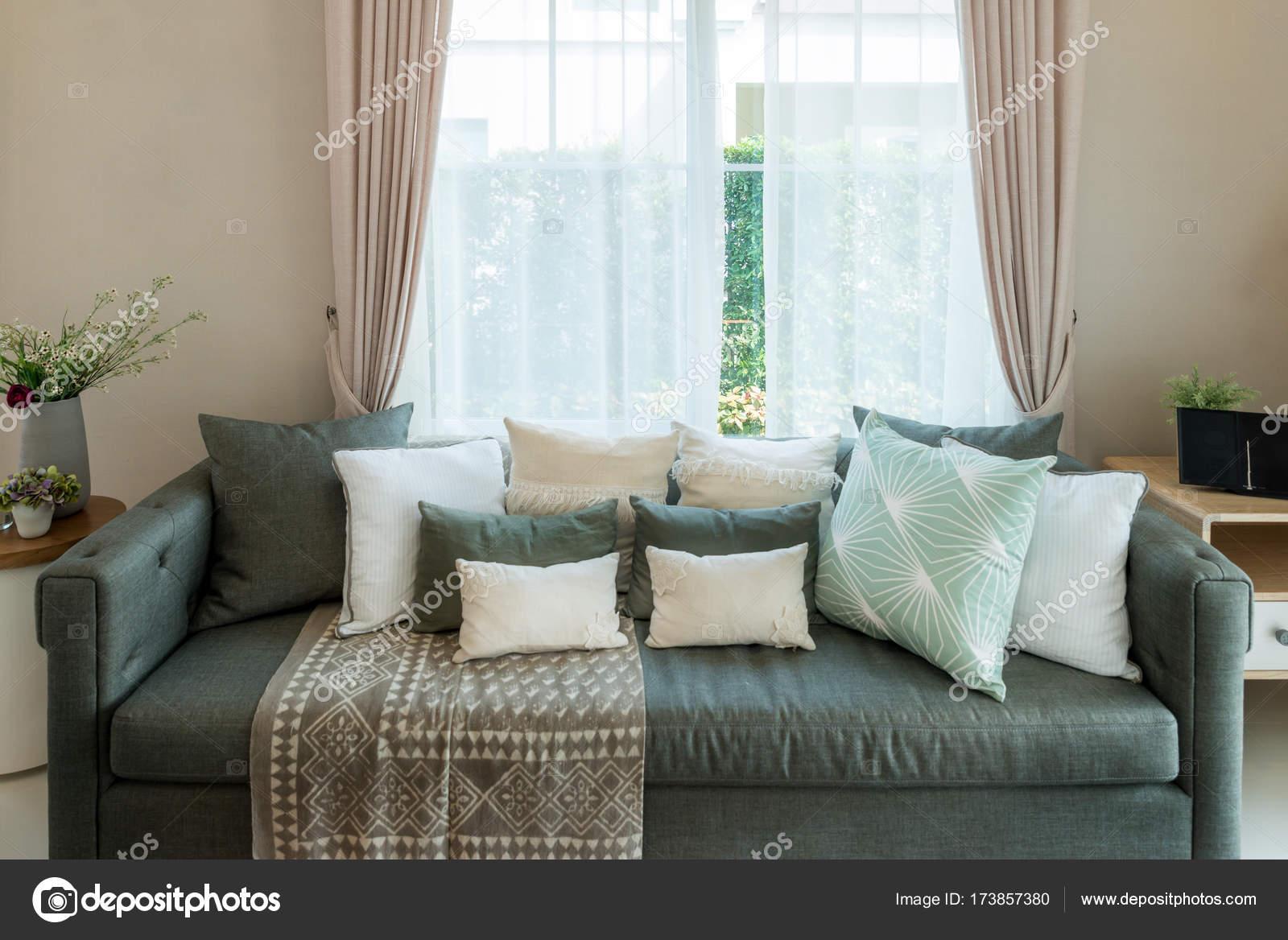 Klassische Vintage-Stil-Möbel-Satz in einem Wohnzimmer. Innen o ...