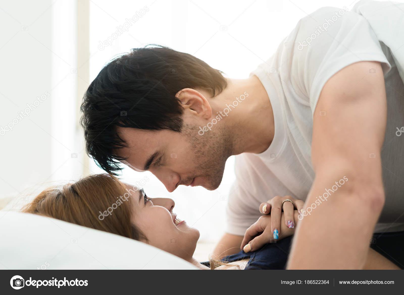 Романтическая сцена в постели онлайн видео фильмы