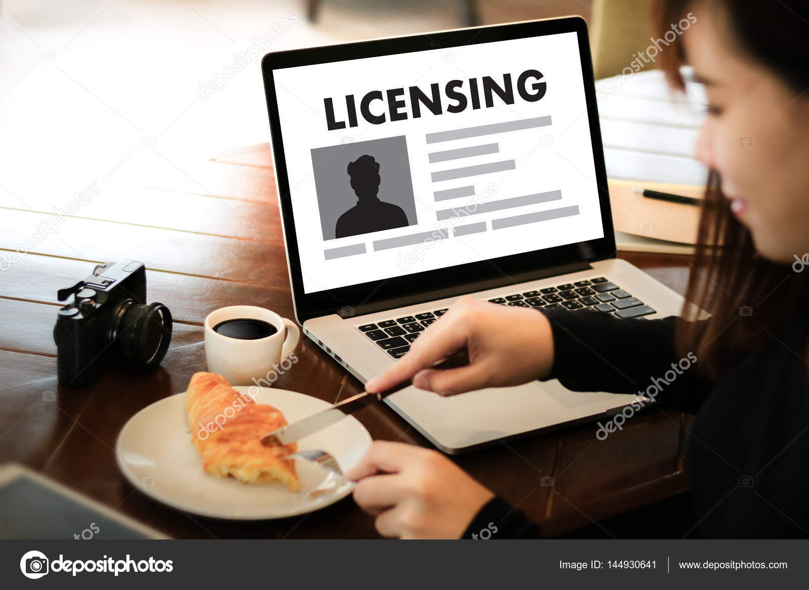 Patent license agreement licensing business man hand working o patent license agreement licensing business man hand working o stock photo platinumwayz