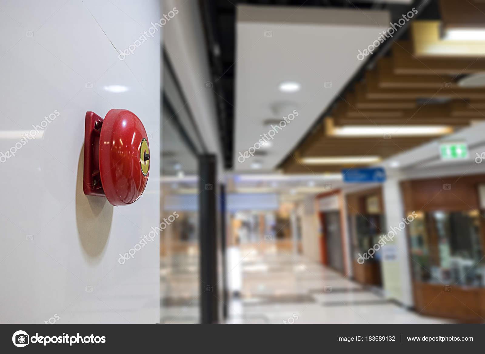 cc100eb35c2d1 Disparar o alarme na parede do centro comercial de alerta e segurança sys —  Fotografia de