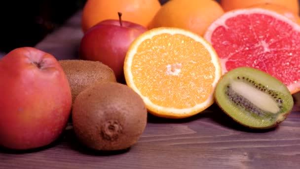 Čerstvé ovoce. Zdravá jídla, dietu koncept, čisté stravování.