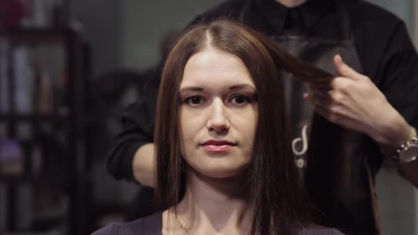 Beautiful girl with brown hair in a hair salon