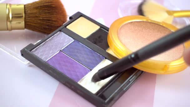 Make up stuff - oční stíny paleta, červeň a štětce