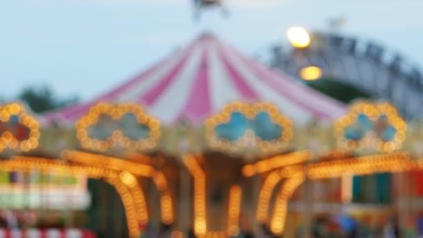 Rozostření nebo rozostření Fun veletrhu nebo zábavní park.