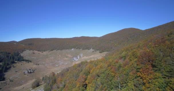 Antény, krásné podzimní krajina, Velebit, Chorvatsko - nativní materiál, jako vystřižená z vačky.