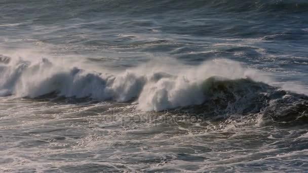 4 x skutečné Slow Motion - obrovské vlny na portugalské pobřeží - 100fps