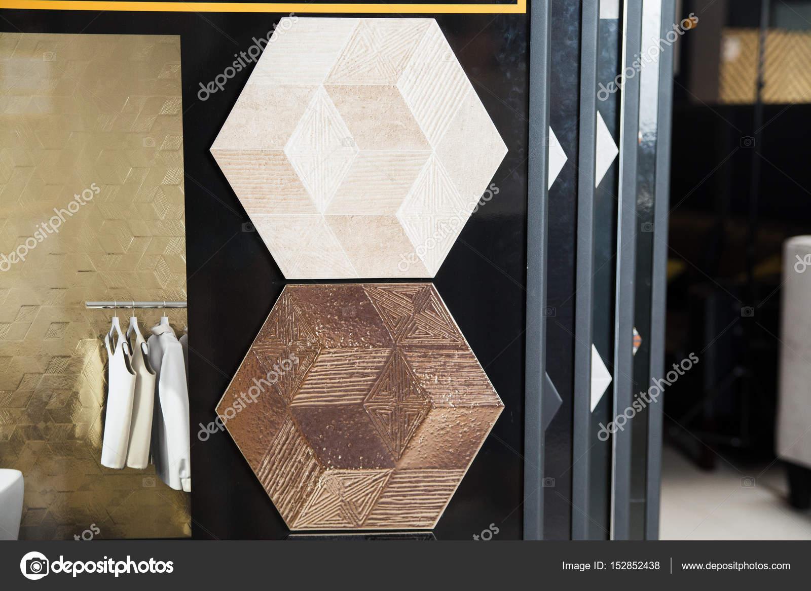 Stand con piastrelle in ceramica u foto stock