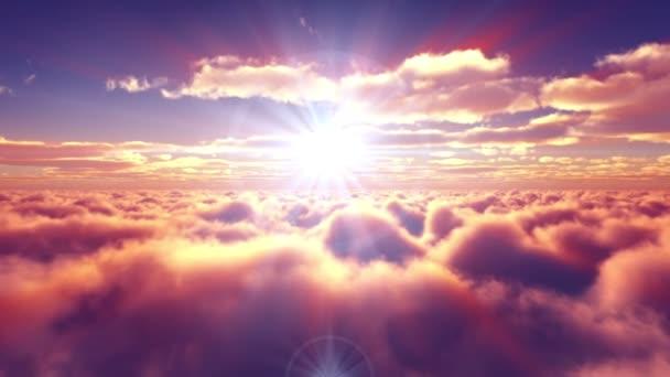 fliegen über den Sonnenuntergang über Wolken Sonnenstrahl