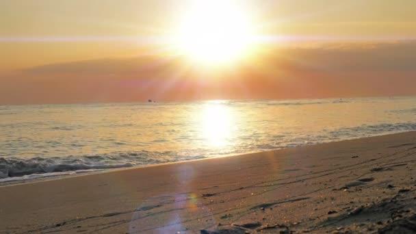 východ slunce nad mořem sluneční paprsek pláž 4k