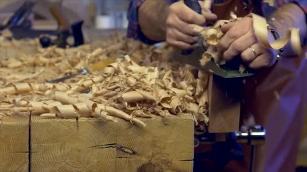 Spojovací letadla masivního dřeva v jeho tvůrce: Workshop/skříňka letadla buk prkno s letadlem. Pracuje v malé rodinné truhlářské dílny