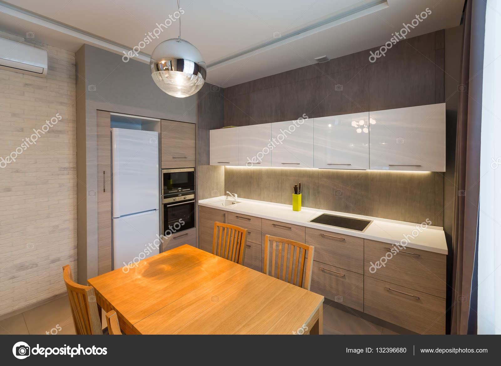 Moderne Küche Interieur Im Neuen Luxus Haus, Wohnung, Hell U2014 Foto Von  Photonsk