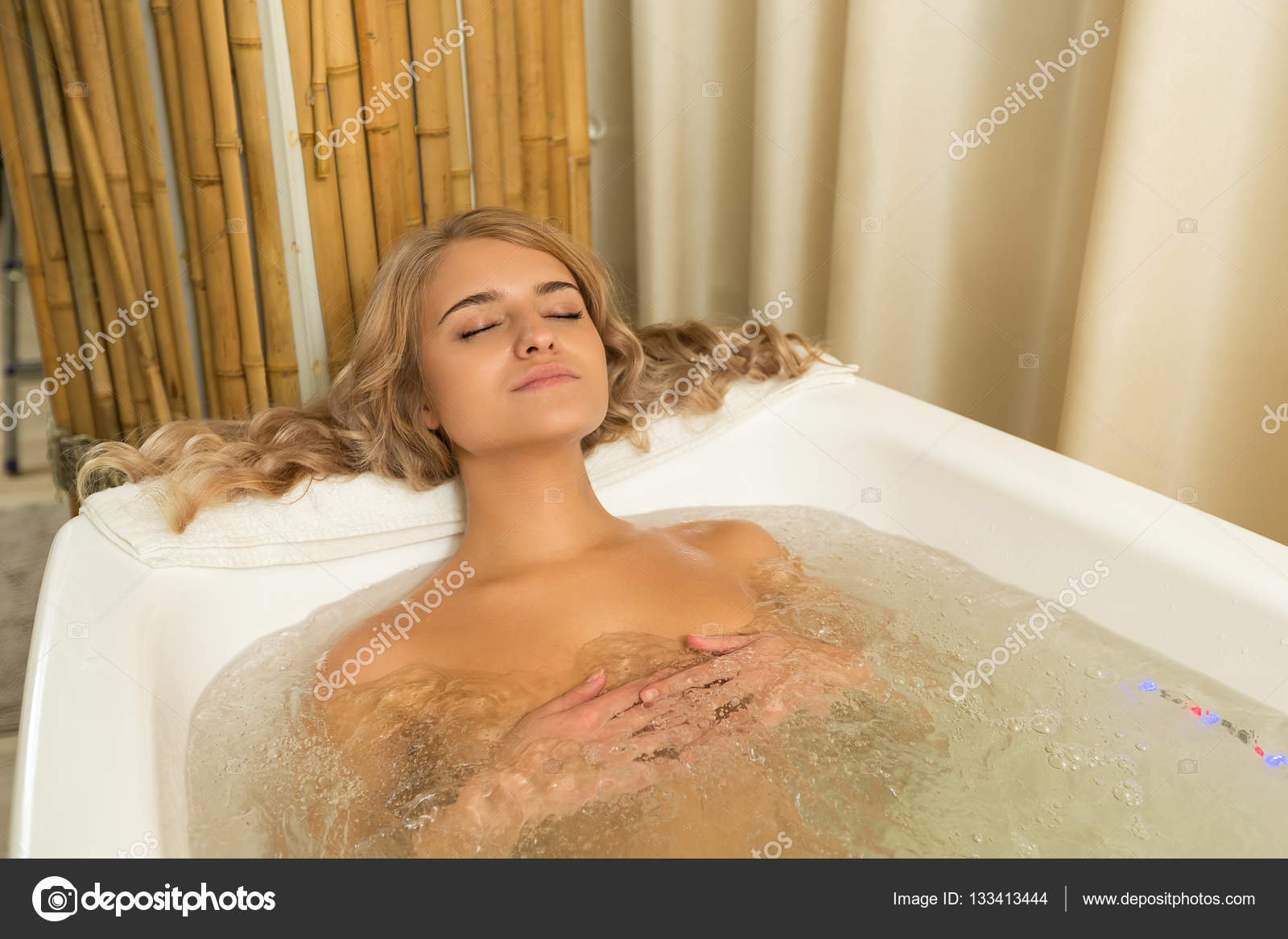 picture-of-naked-girl-in-jacuzzi-amatuer-horny-pussy