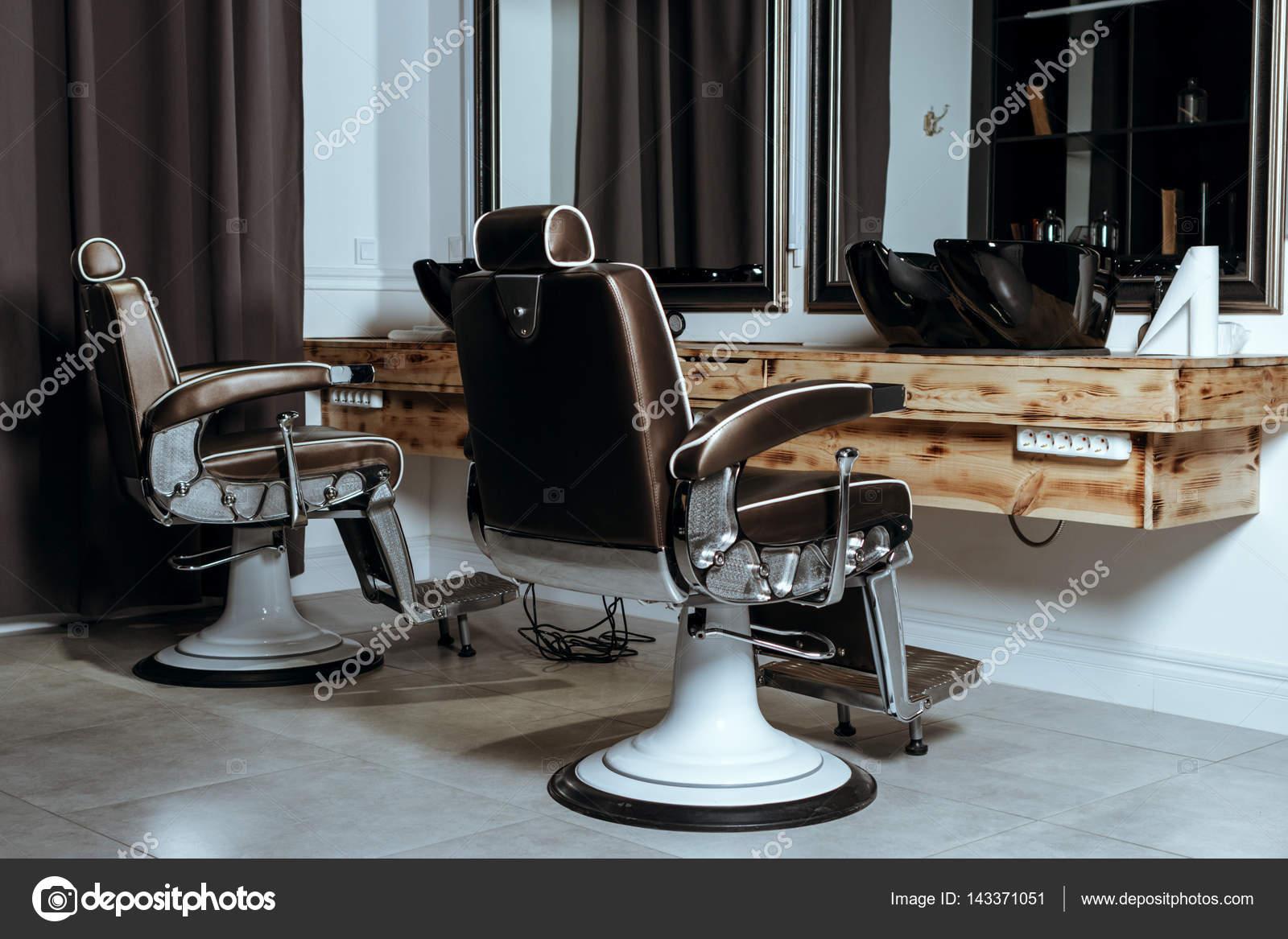Poltrone da barbiere vintage elegante u2014 foto stock © karmaknight