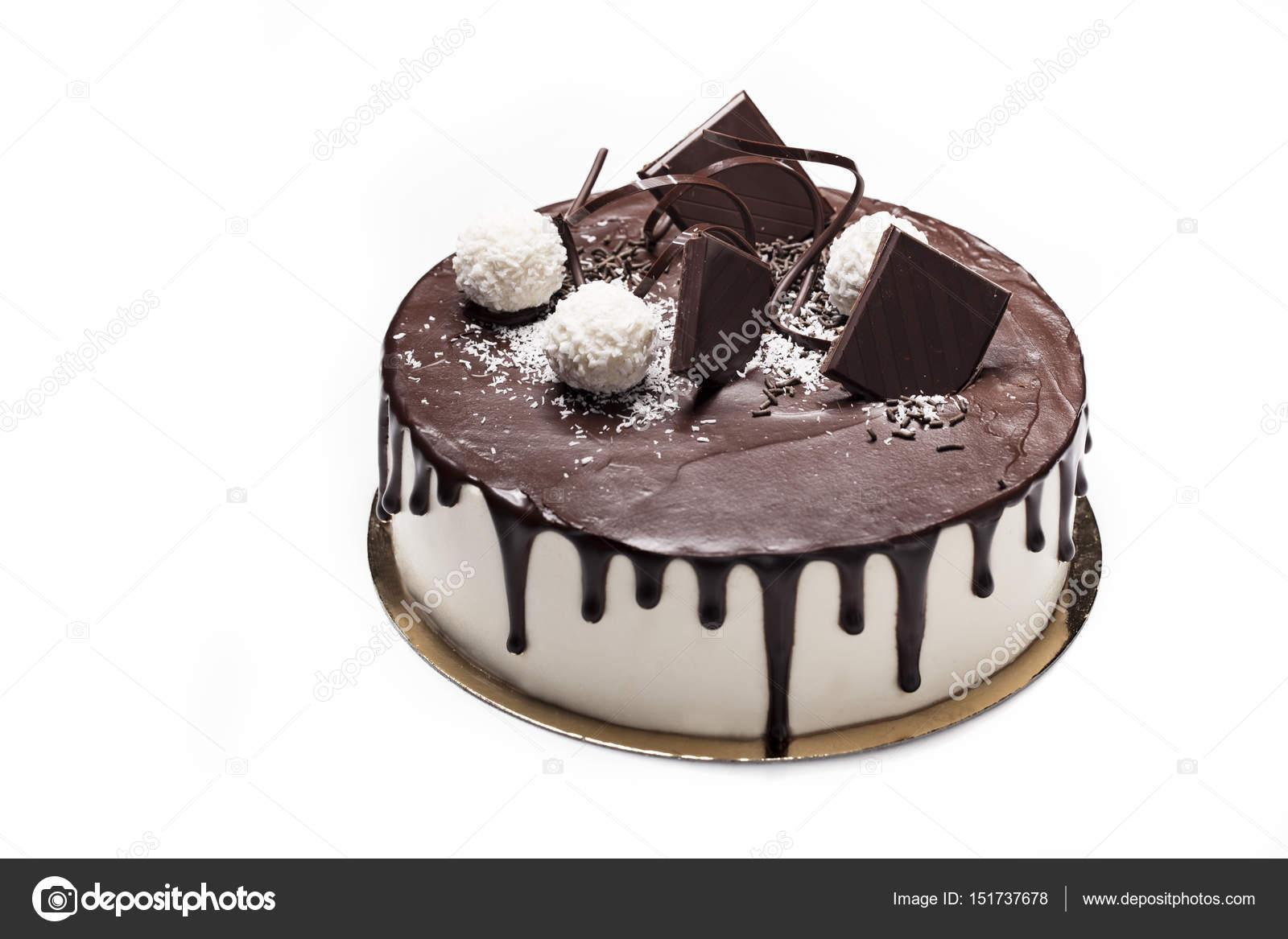 Bianco torta ricoperta di glassa al cioccolato scuro \u2014 Foto di