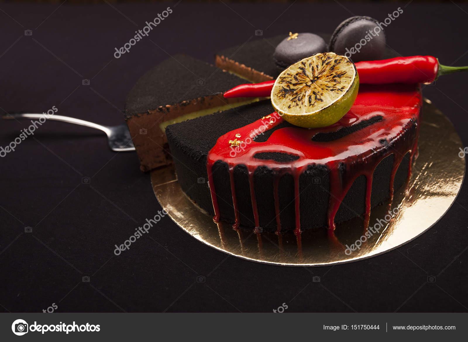 Kuchen Mit Schwarzem Samt Uberzogen Kalk Chili Pfeffer Und
